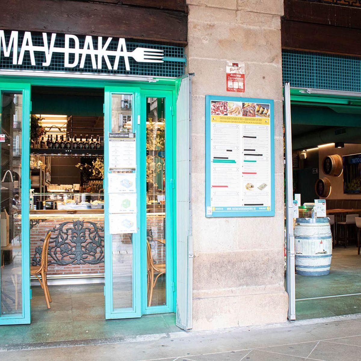 Toma y Daka en la Plaza Nueva de Bilbao