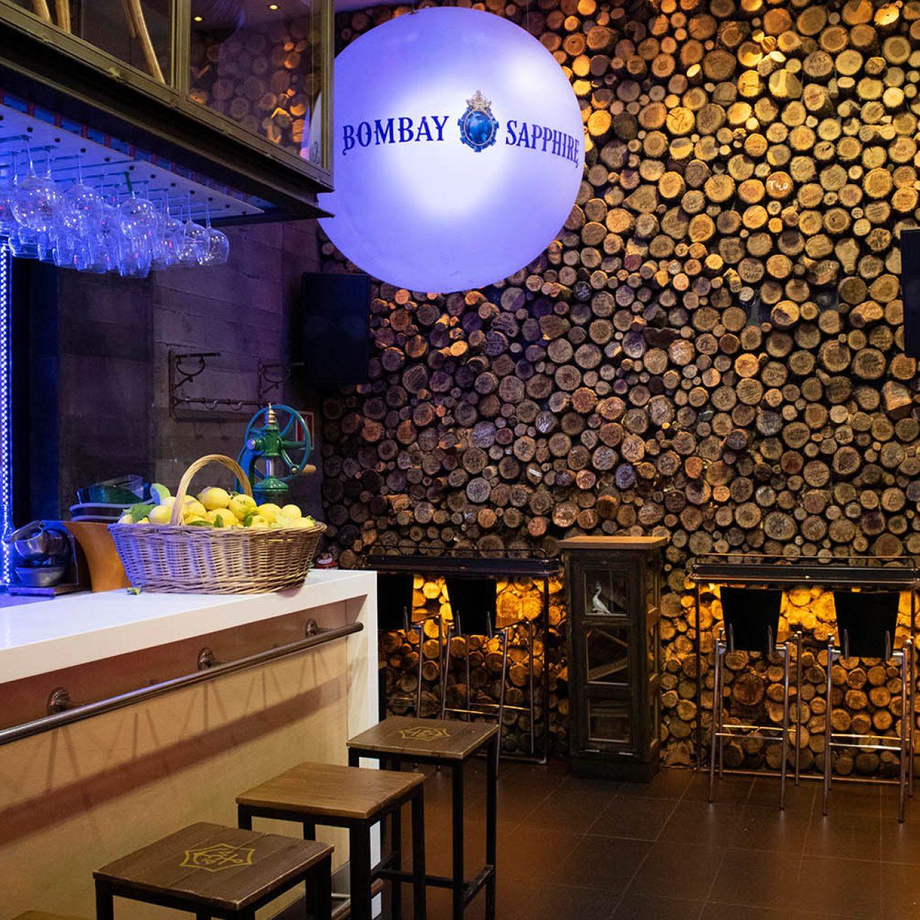 Es un hotel boutique de cinco estrellas en el centro de Bilbao.